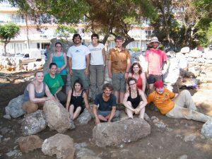 Els voluntaris Excavacions Talaiot S'Illot 27-06-2104 066